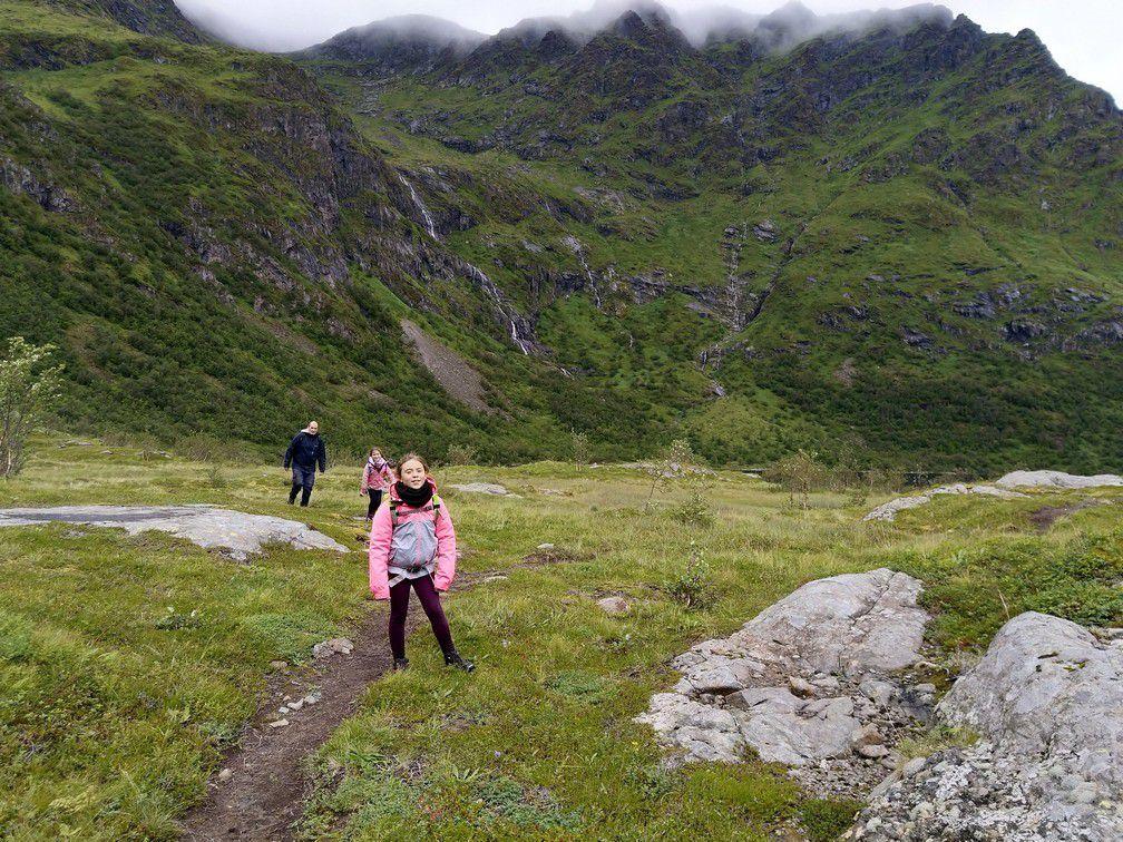 Une randonnée à faire par beau temps ou sans enfants...On a pas vraiment profité des beaux paysages, occupés à gérer les passages délicats et stressés par le bien être des filles et ce qui allait nous tomber dessus quelques mètres plus loin...