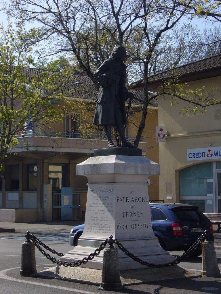 Statue de bronze inaugurée le 27 juillet 1890, financée et scuptée par Emile Lambert (qui était alors propriétaire du château)