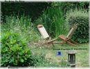 Outdoor au jardin, chaises au bassin; Du Siège au Décor,Tapissier d'Ameublement