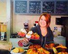 Cette jeune restauratrice de 23 ans donne tous ses invendus aux pauvres