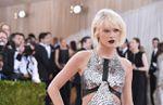 États-Unis : pour un journaliste, la chanteuse Taylor Swift est « agressivement blanche » et pas assez anti-Trump