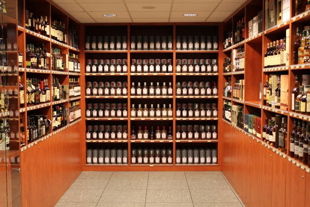 Le coin whiskies du magasin