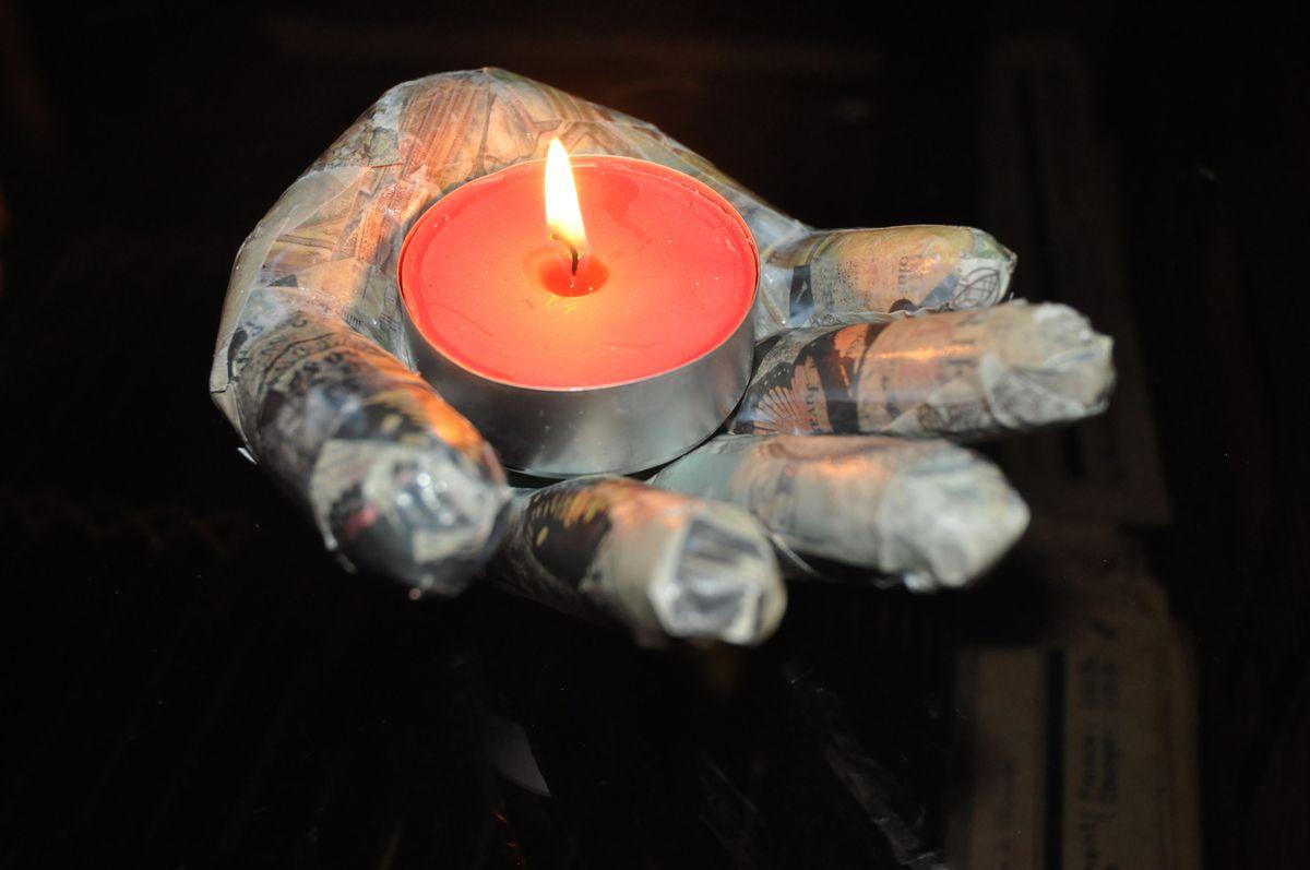 La main en papier