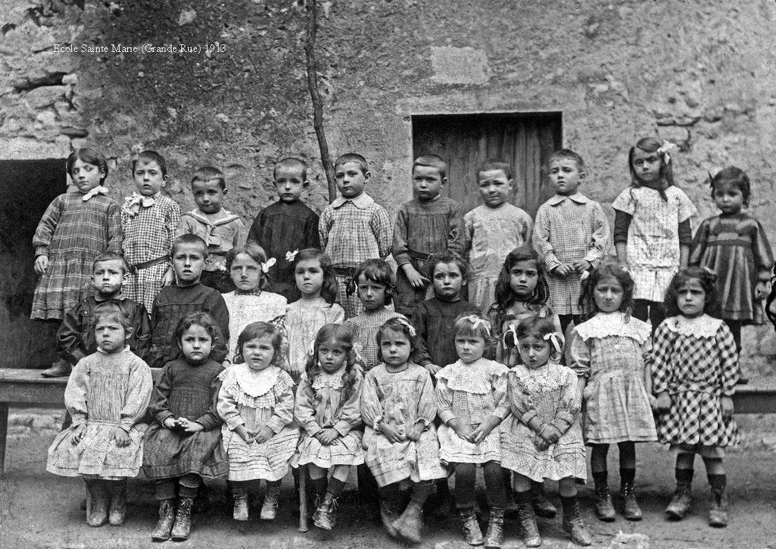 Ecole Sainte-Marie, 1913. (Photos collection Amis du Vieux Donzère)