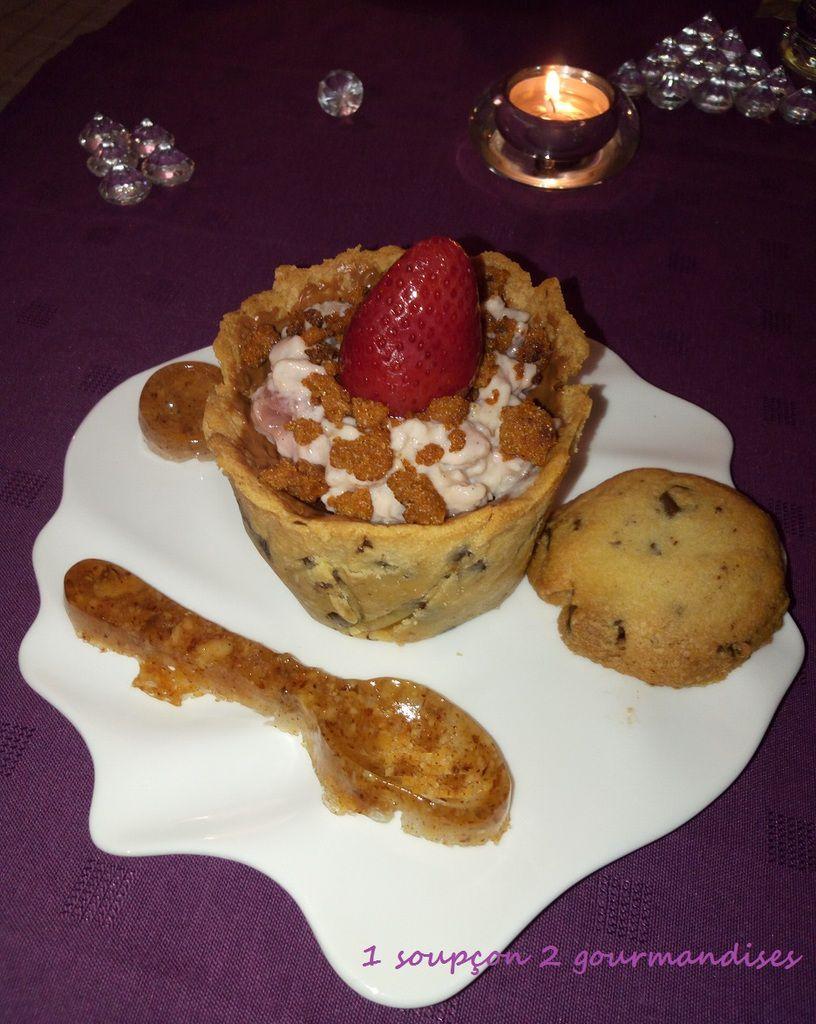 Riz au lait aux fraises dans son Cookies Cup et sa cuillère aux noisettes