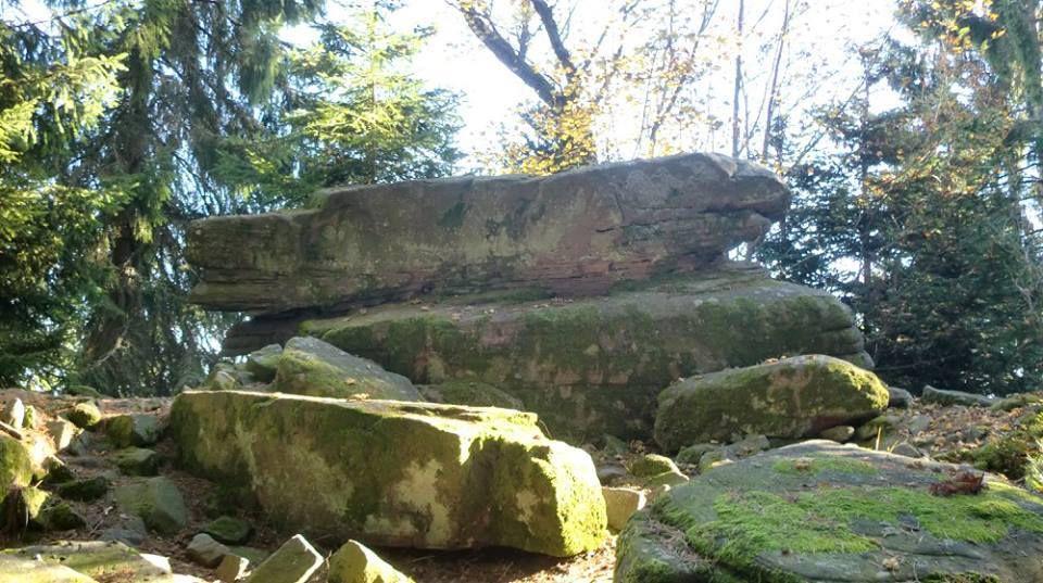 Cette arête sud-est du Taennchel est magique. Les rochers se succèdent l'un derrière l'autre. Rocher de la Garde.