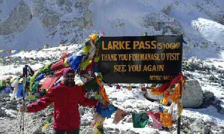 Et c'est l'arrivée au point culminant de ce trek, le Larke Pass à 5106 mètres d'altitude, après 5h30 d'ascension. Que du bonheur!!!!!