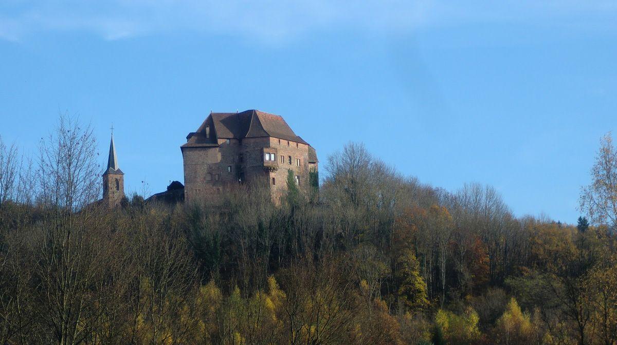 L'imposante bâtisse accueille le siège du Parc Régional des Vosges du Nord.