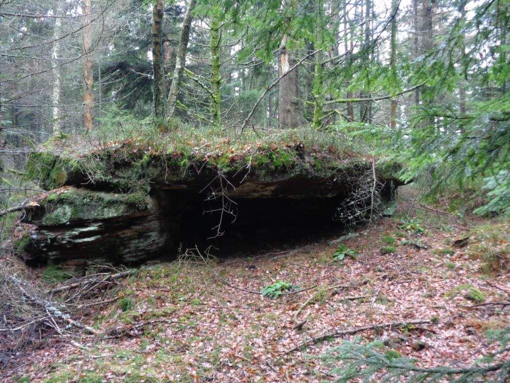 Un bel abri sous roche, avec une cavité bien profonde.