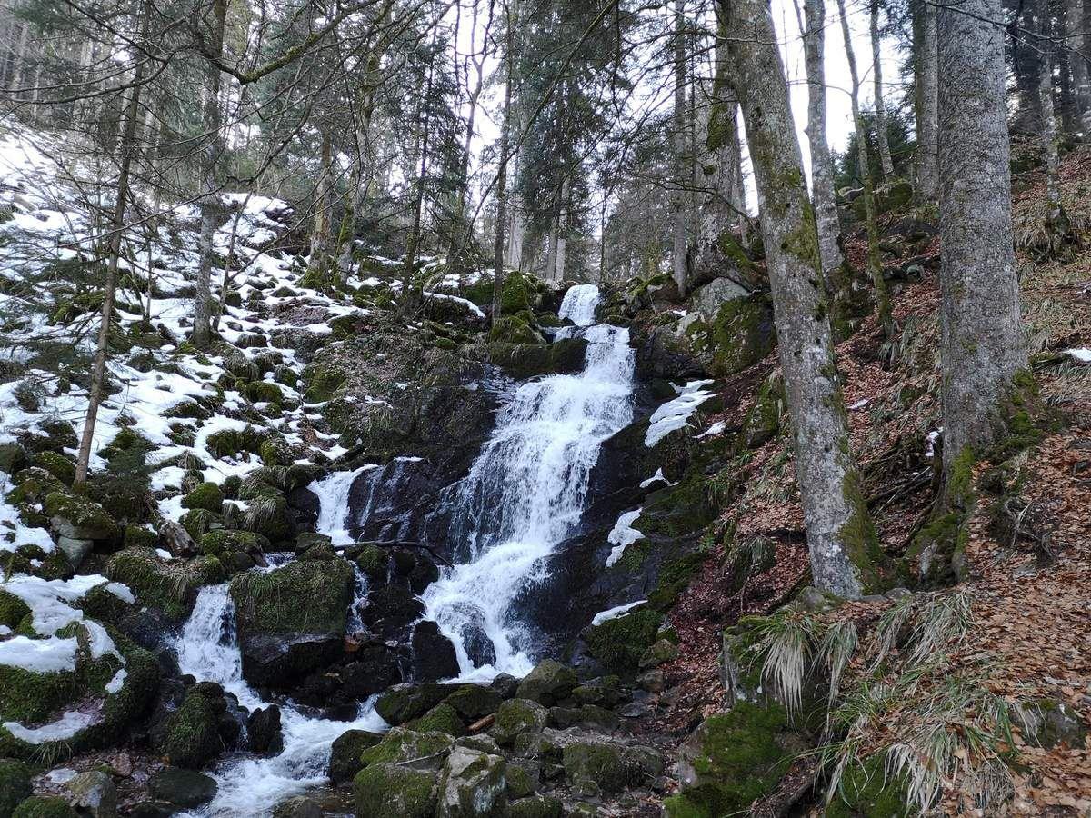 La fameuse cascade de la Serva, situé autour de 720 mètres d'altitude