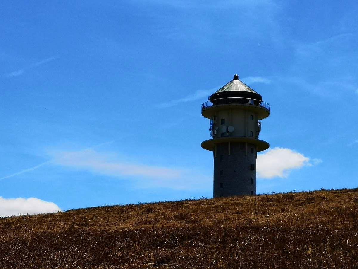 La tour du Feldberg, haute de 45 mètres, abrite le musée du jambon de la Forêt Noire.