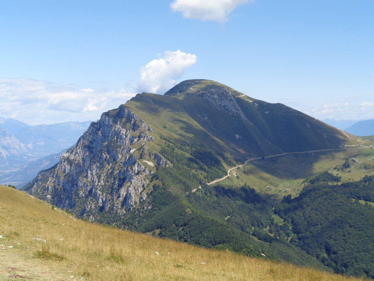 Le Monte Altissimo di Nago (2079m), point culminant nord du massif du Monte Baldo.