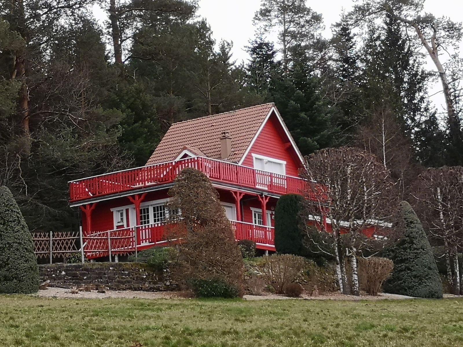 En voici une demeure insolite dans la région. Hameau du Zimmerfeld.