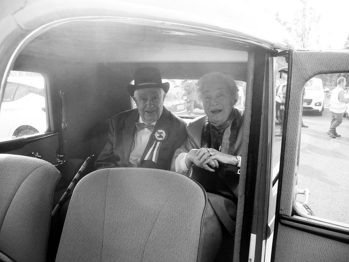Notre doyen Joseph ANGEL et sa femme dans la Peugeot 301 de 1934