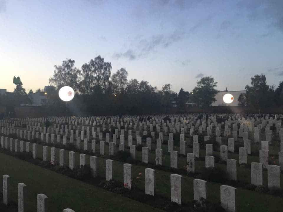 Alban Heusèle est à Faubourg d'Amiens British Cemetery, The Arras Mémorial And The Flying Services Mémorial. 10 novembre, 19:18 • Arras •  À la « Grande Veillée » commémorant la fin du Centenaire de la Première Guerre Mondiale