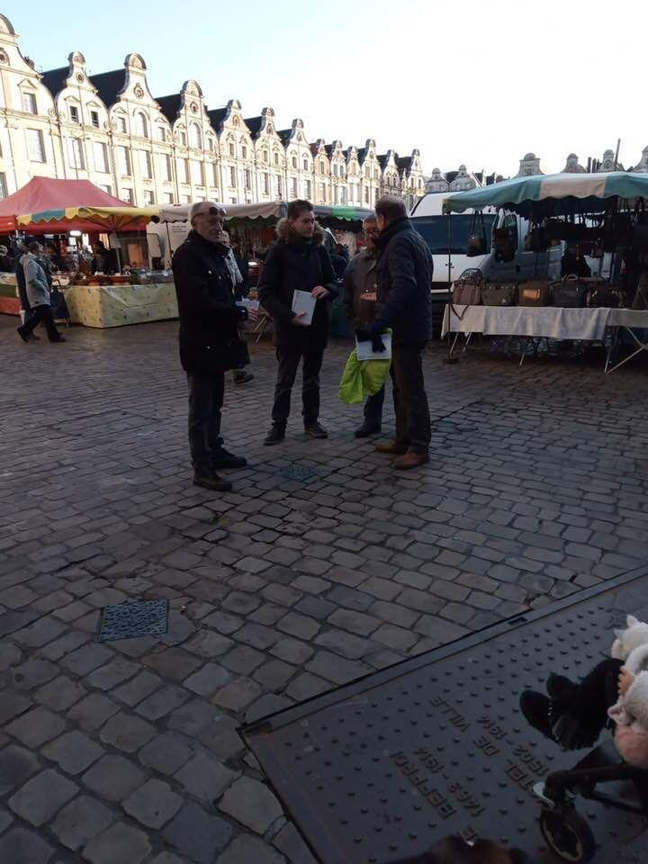 Tractage sur le marché ce samedi matin, suivi de galettes des rois partagées entre une trentaine de militants et sympathisants.