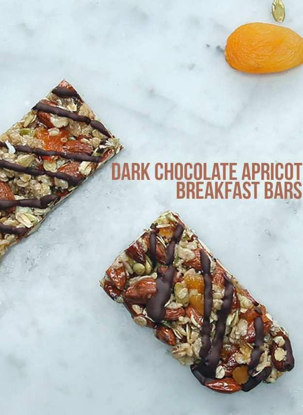 Bars de Petit-déjeuner d'Abricot de Chocolat noir