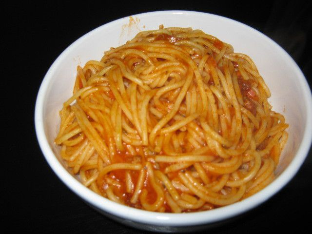 Barilla Koch-Set für Spaghetti Bolognese - Italienischer Genuss auch in nur 1 Pfanne