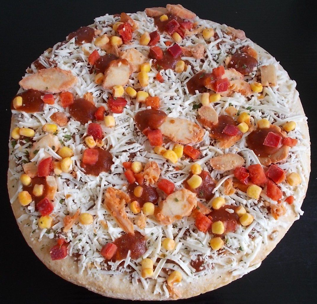 Dr. Oetker Big Americans BBQ Chicken Pizza topped with Chicken