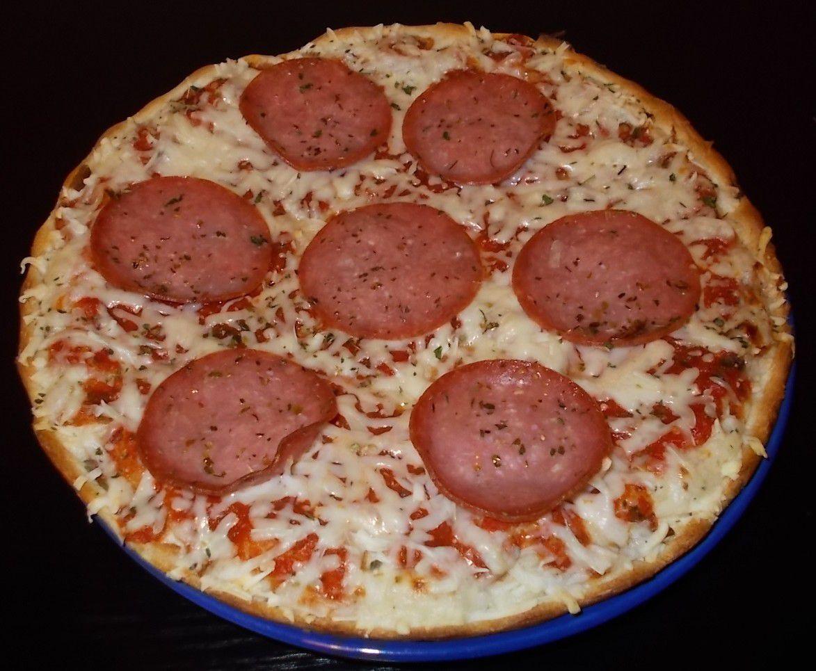 Wagner Steinofen Salami Pizza mit leckerem Knusperrand