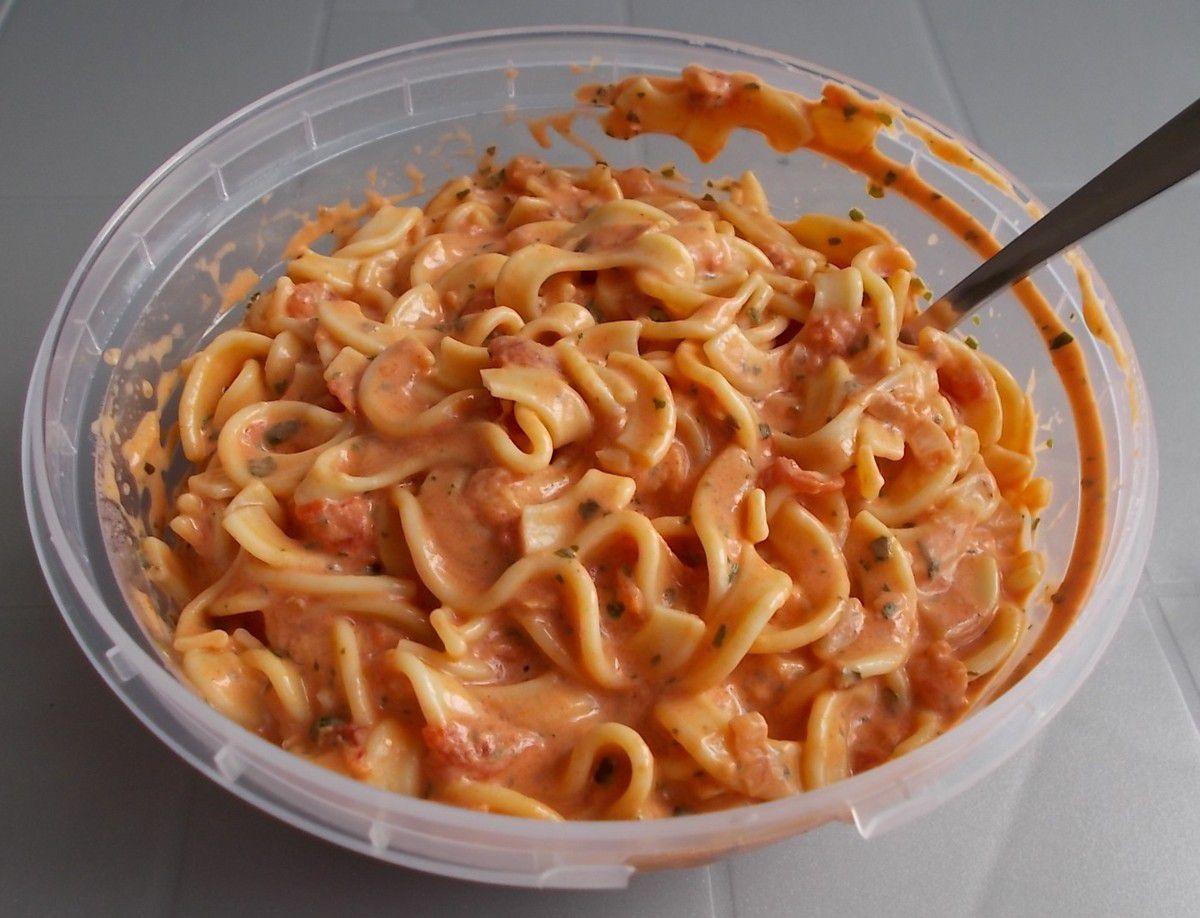 MERL Mediterraner Nudelsalat in Tomaten-Basilikum-Sauce