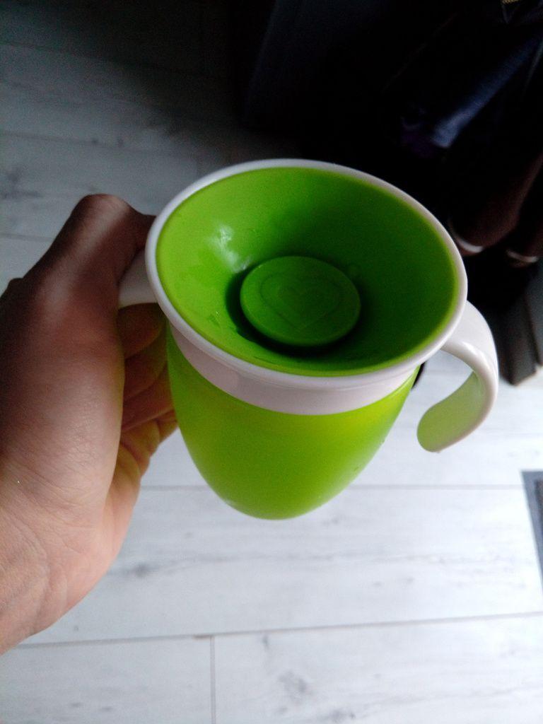 La tasse Miracle 360 de Munchkin VS la tasse d'apprentissage d'Avent