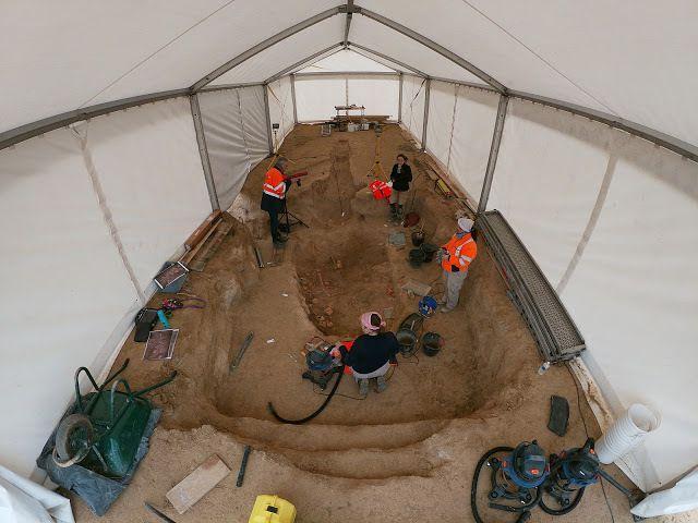 Premiers squelettes mis au jour - Crédit photo : INRAP