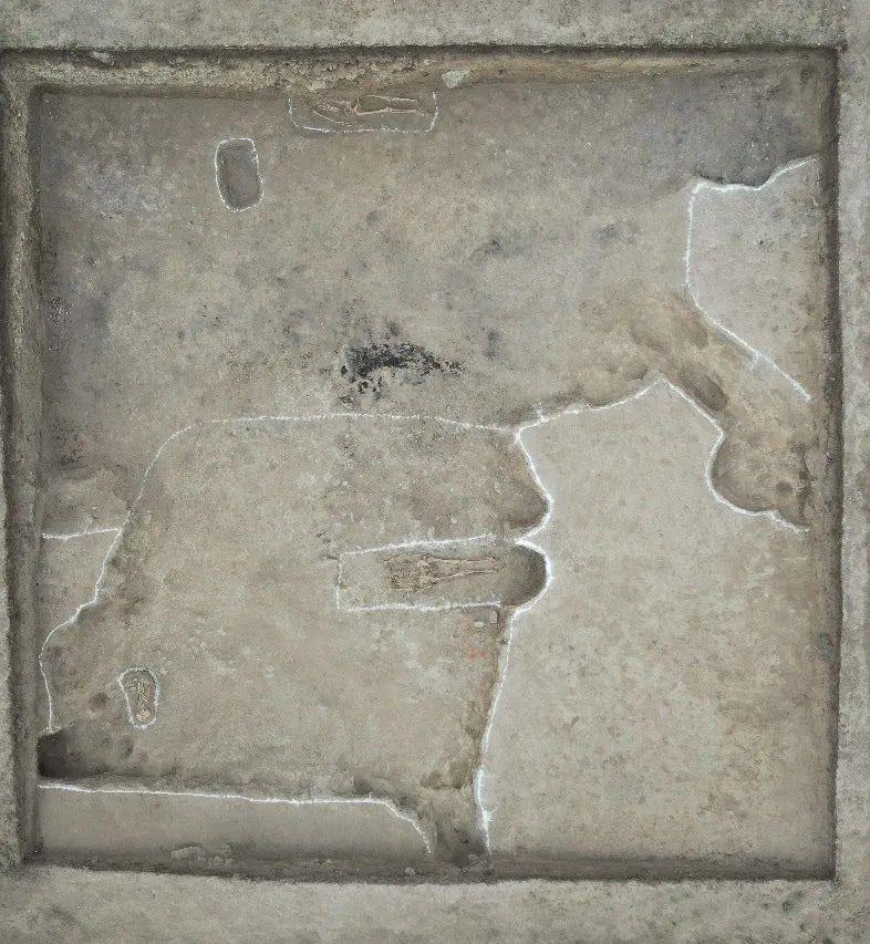 Tombe découverte sur le site - Crédit photo : Institut Archéologique de Xinjiang