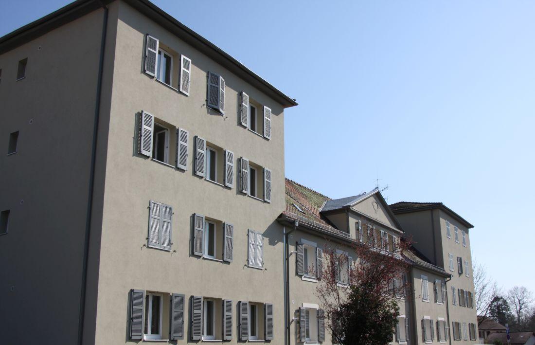 Photo N - Ce bâtiment est l'ancienne gendarmerie de Cernay : il a été désamianté et réhabilité en logements.