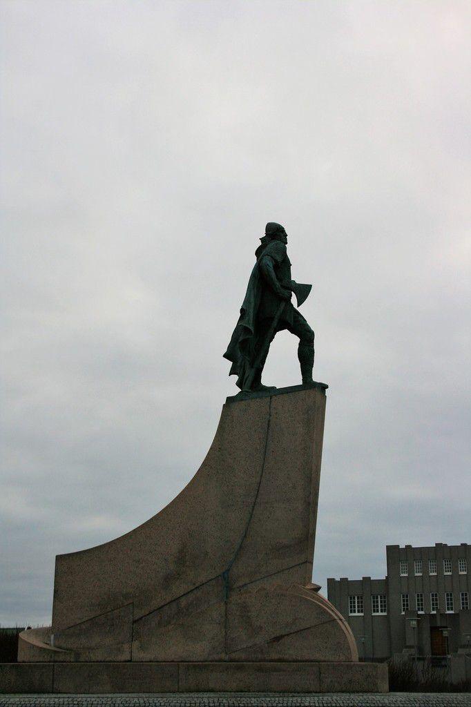 LES MONUMENTS DE REYKJAVIK - L EGLISE EN RENOVATION EN 2009