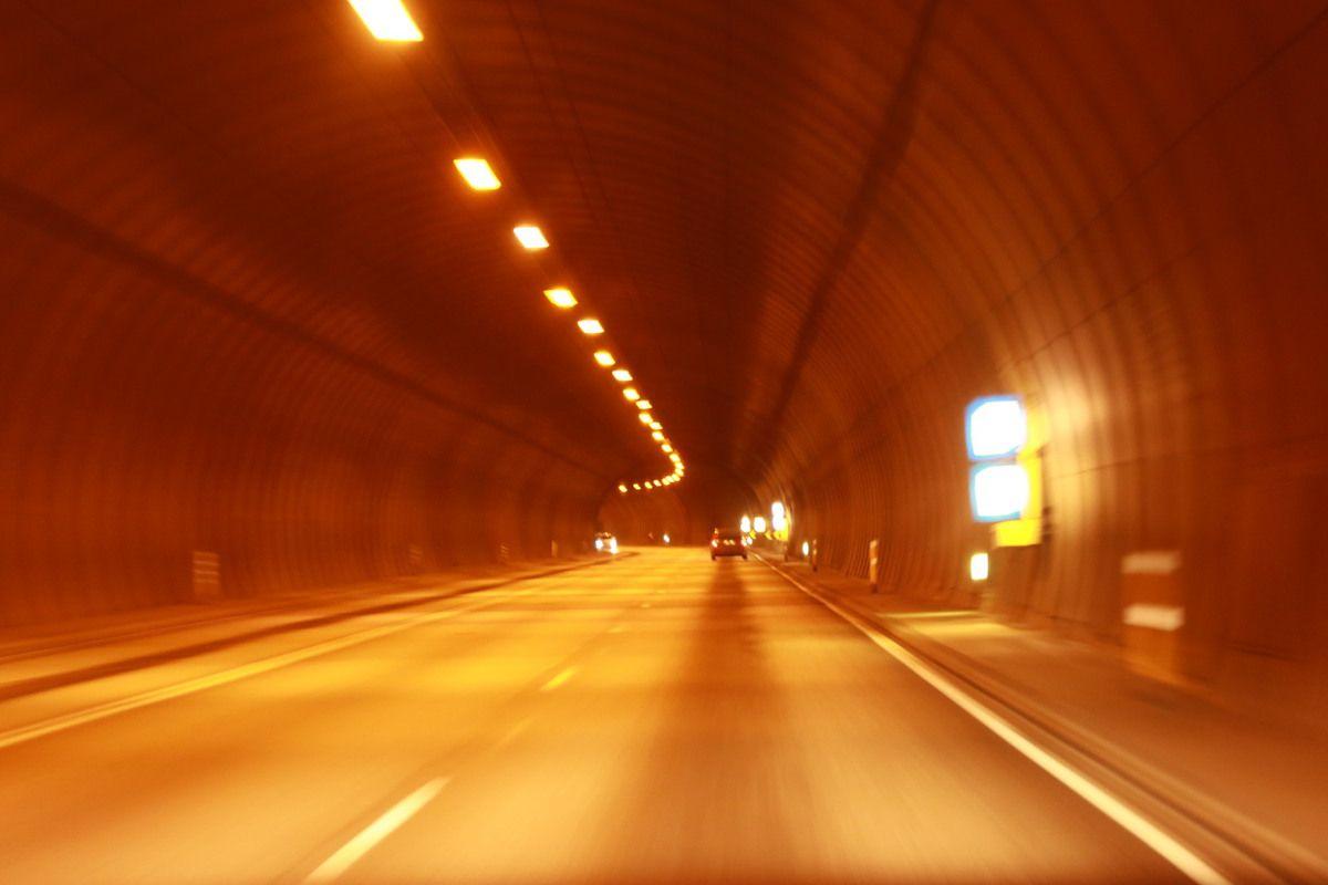 LE TUNNEL D AKRANES - 5.770 KM SOUS LA MER