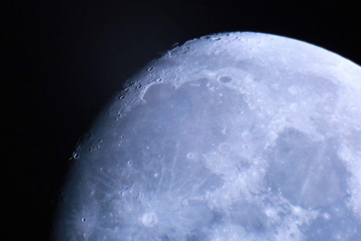 Une exposition de plus de 60 photos de la Lune ou de paysages de la commune qui nous accueille avec la Lune qui nous éclaire