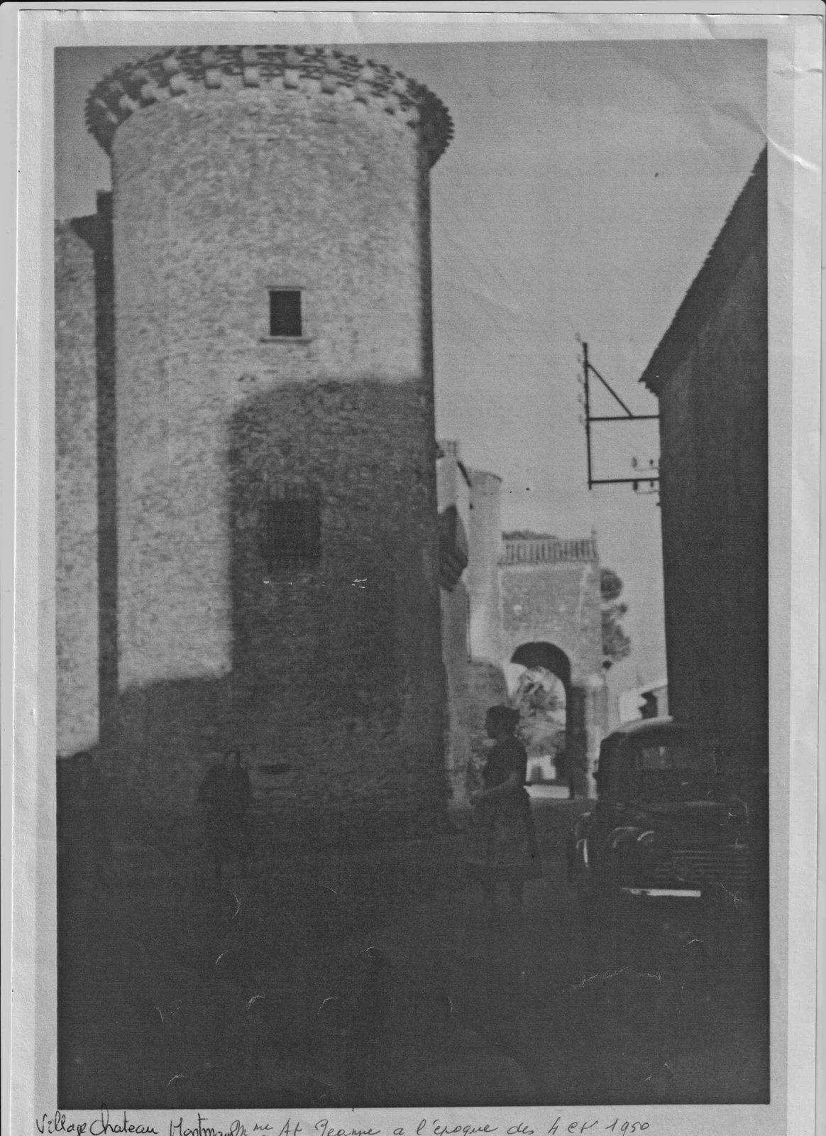 Scène de village à Montmaur 1950, photo coll. JC Rouzaud