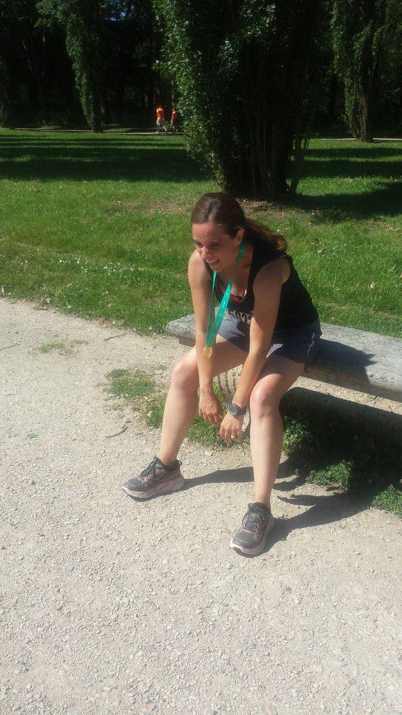 Détendue la fille après l'effort de la journée, le parc de Sceaux est très agréable, je voulais plus en partir