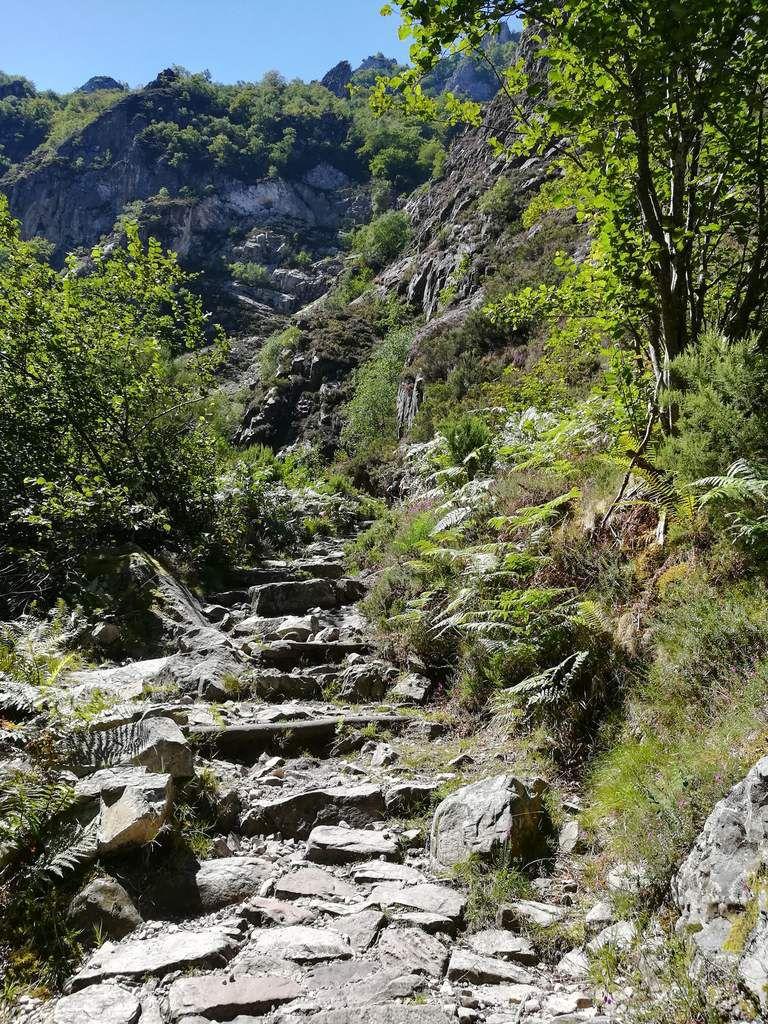 """La randonnée c'est pas du running mais c'est du sport ! où ? ici ! A""""Los desfiladeros de los Arrudos"""" dans """"El Parque Natural de  Redes"""", région Asturias, Espagne."""