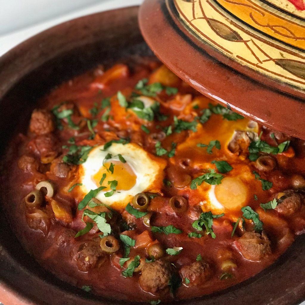 Tajine de kefta aux ufs et olives vertes la cuisine d - Cuisiner avec un tajine en terre cuite ...