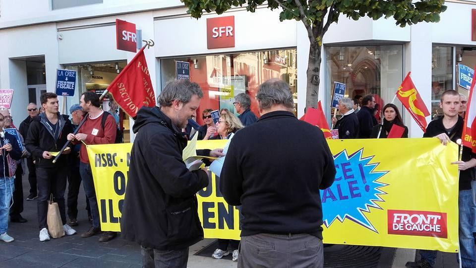 A Nice, le PCF défile sur l'Avenue Jean Médecin pour réclamer la justice sociale et fiscale et attribue des cartons rouges au champions de l'évasion fiscale : Apple, BNP, Société Générale, H&M, SFR, Mcdonald's...