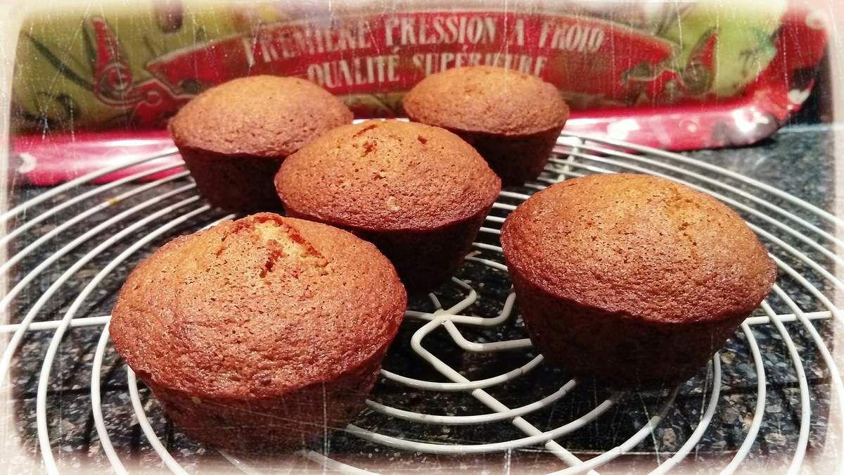 recette pour 18 petits cakes  : 1) mélangez 225g de beurre pommade + 225 g de sucre glace 2) ajoutez 240 g d'oeufs en plusieurs fois 3) puis 200 g de farine de châtaigne tamisé + 50 g de farine de riz +12 g de levure chimique  + 150 g de fruits confits ou pépites de chocolat ou raisins secs (qui vous aurez préalablement bien mélangé à la farine afin qu'ils ne ce retrouvent pas au fond de votre gâteau)   4) mettre dans vos moules 5) faire cuire à four chaud 190° 25 min