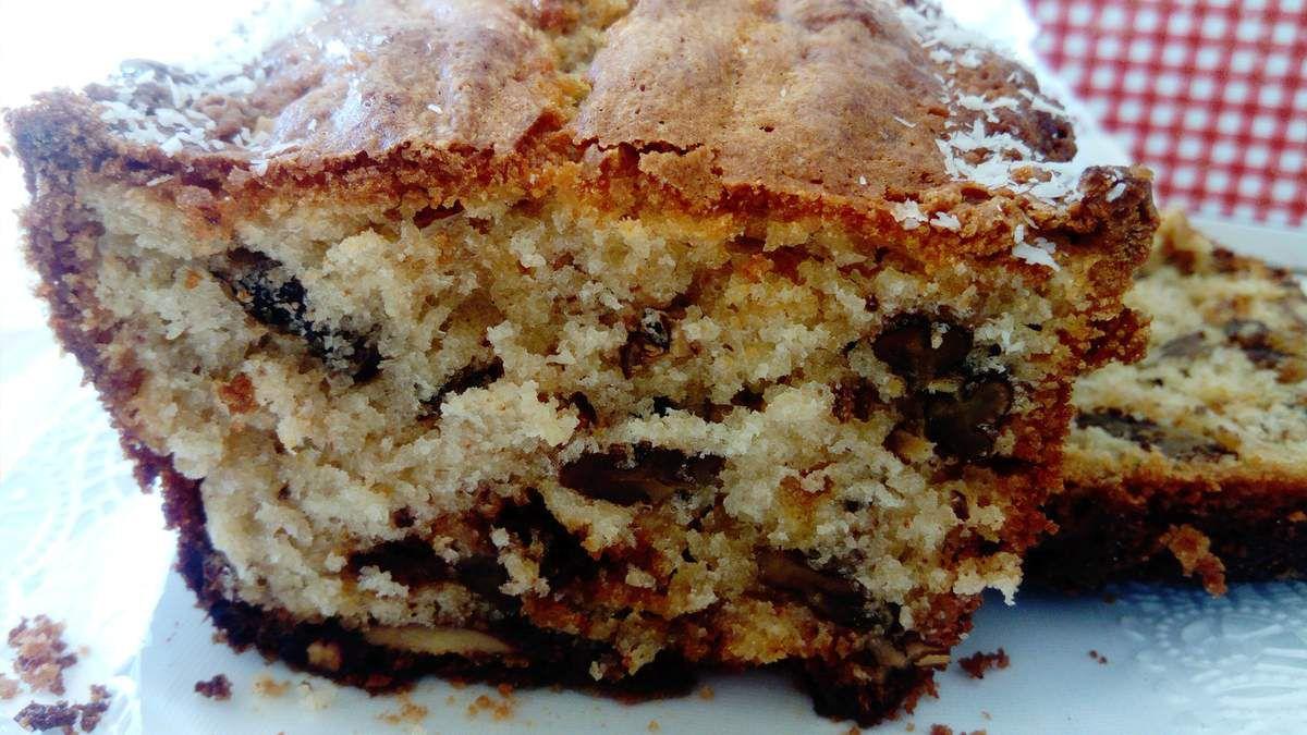 recette pour un moule à cake (inspiration de la recette du chef pâtissier Thierry Leroy)  : 1) mélangez  250g de sucre semoule + 4 oeufs 2) ajoutez 1 c à s de beurre de cacahuète 3) ajoutez 240 g de farine + 1 pincée de sel + 5 g de levure chimique 4) ajoutez 135 g de crème liquide puis 90 g de beurre pommade 5) ajoutez 100 g de noix de pécan torréfiées  + 8 daims concassés 6) beurrez votre moule et chemiser de sucre semoule (cela caramélisera vos bords du cake ) 7) mettre votre pâte 8) sur le milieu y faire une petite bande de beurre (votre cake s'ouvrira mieux à la cuisson) 9) enfournez à 170° pendant 50 à 60 min suivant la chaleur de votre four 10) démoulez et laissez refroidir