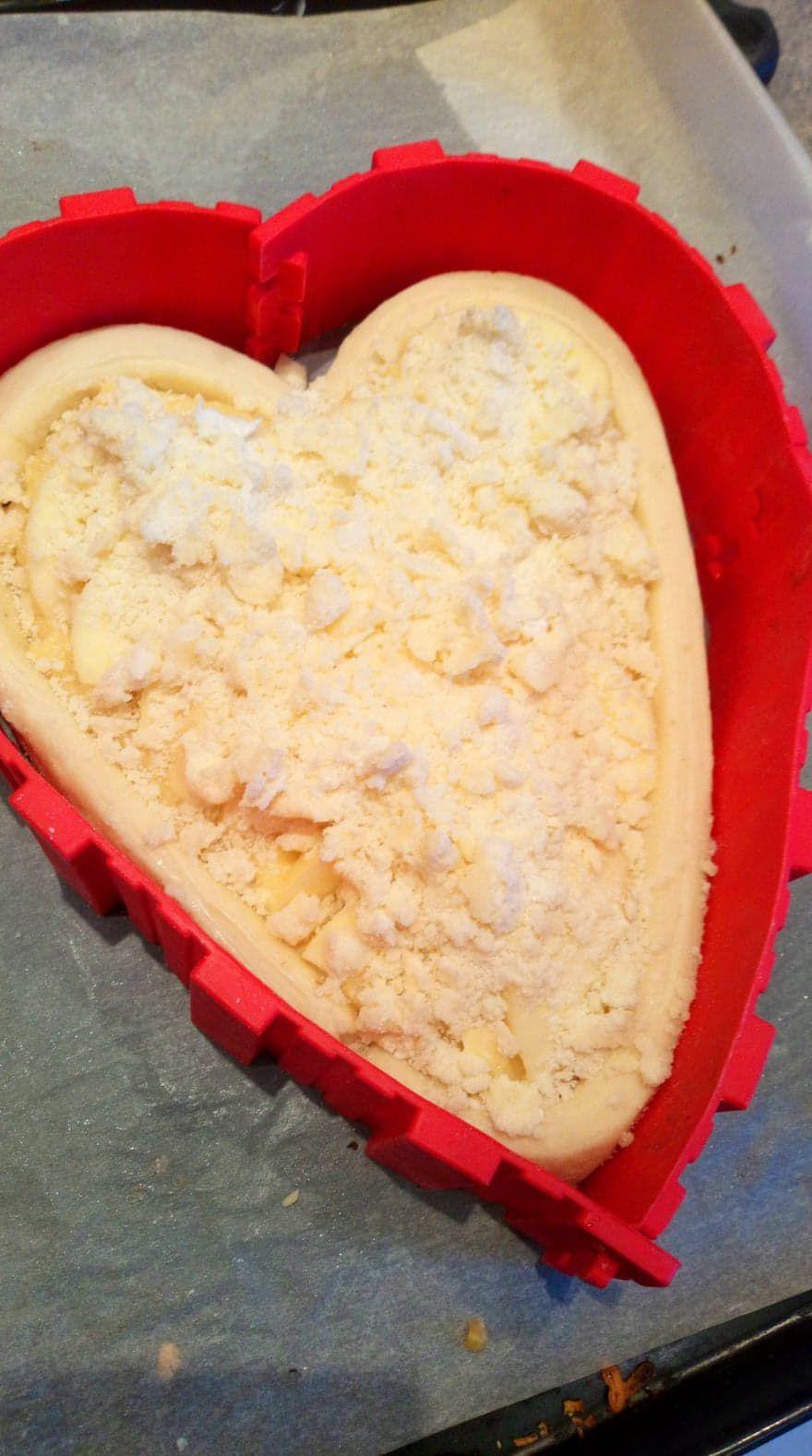 Voici le gâteau pour thème la saint valentin, pour moi c'est surtout le gâteau pour les gens qui me sont très chers , car évidement pas besoin d'une journée pour dire aux personnes qu'on les aime. Mais l'idée de gourmandiser pour cette raison , ça c'est cool !!!