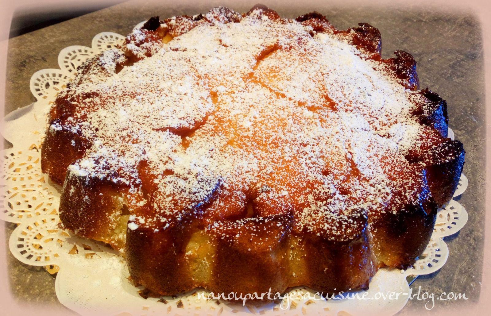 voilà un bon gâteau ou vous avez l'impression de croquer dans une pomme. Ultra facile rapide et très savoureux . Il se situe entre un entremet et un gâteau.