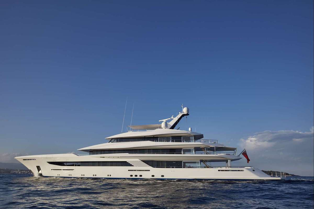 JOY, the 1st Feadship superyacht signed by Bannenberg & Rowell and Studio Indigo