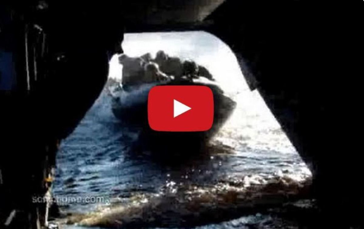 VIDEO - Express Boarding in Helicopter of a US Navy Seals Commando RIB