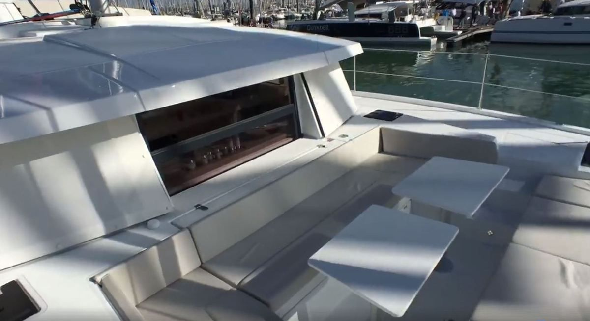 Video - Discovery of the front cockpit and the fly-bridge of a Bali 4.0 catamaran