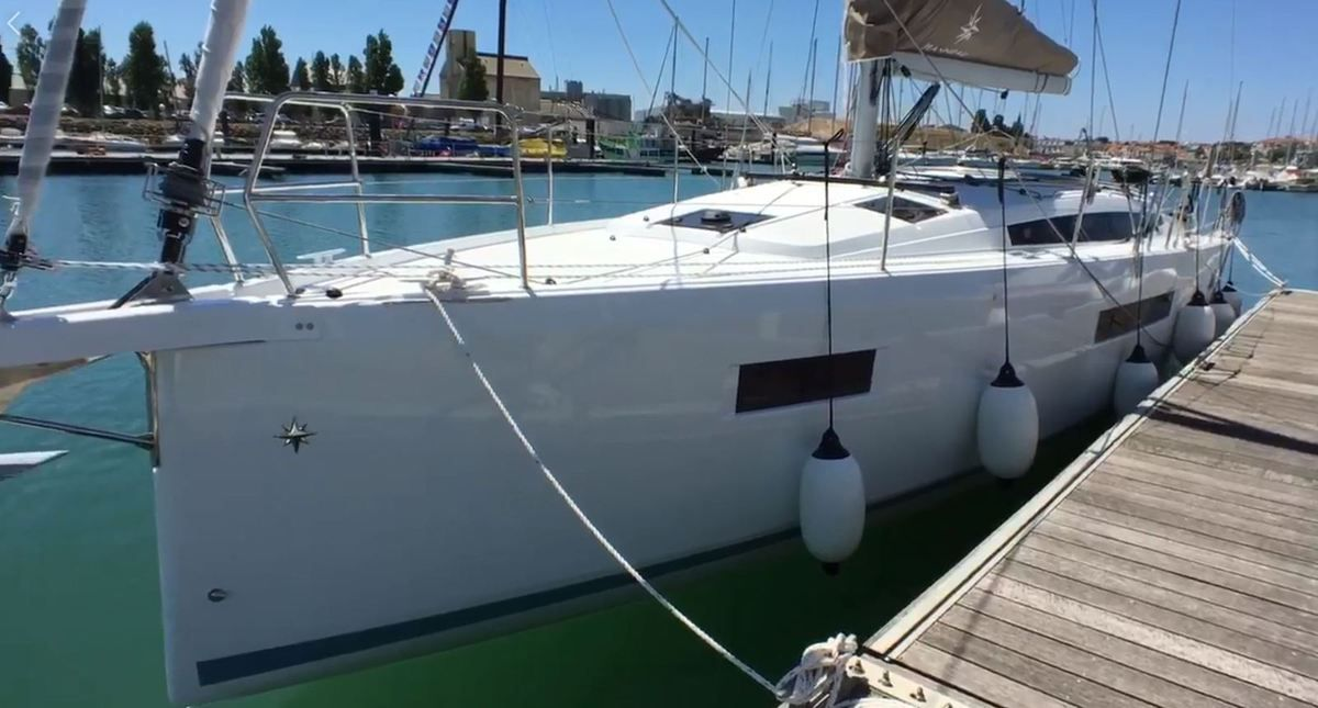 Powerful inverted bow, continuous hard chine: 1st video of the new Jeanneau Sun Odyssey 410