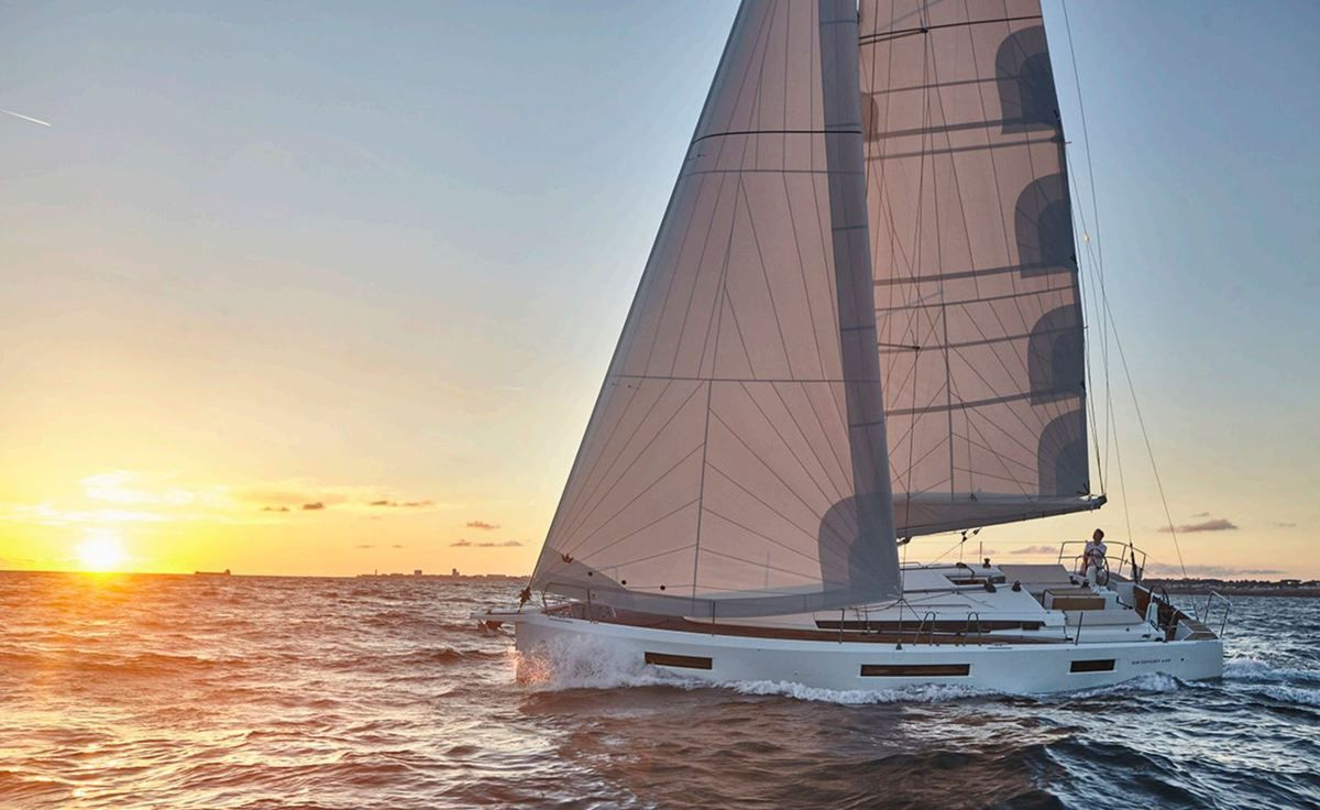 Jeanneau Sun Odyssey : a powerful profile, with inverted bow