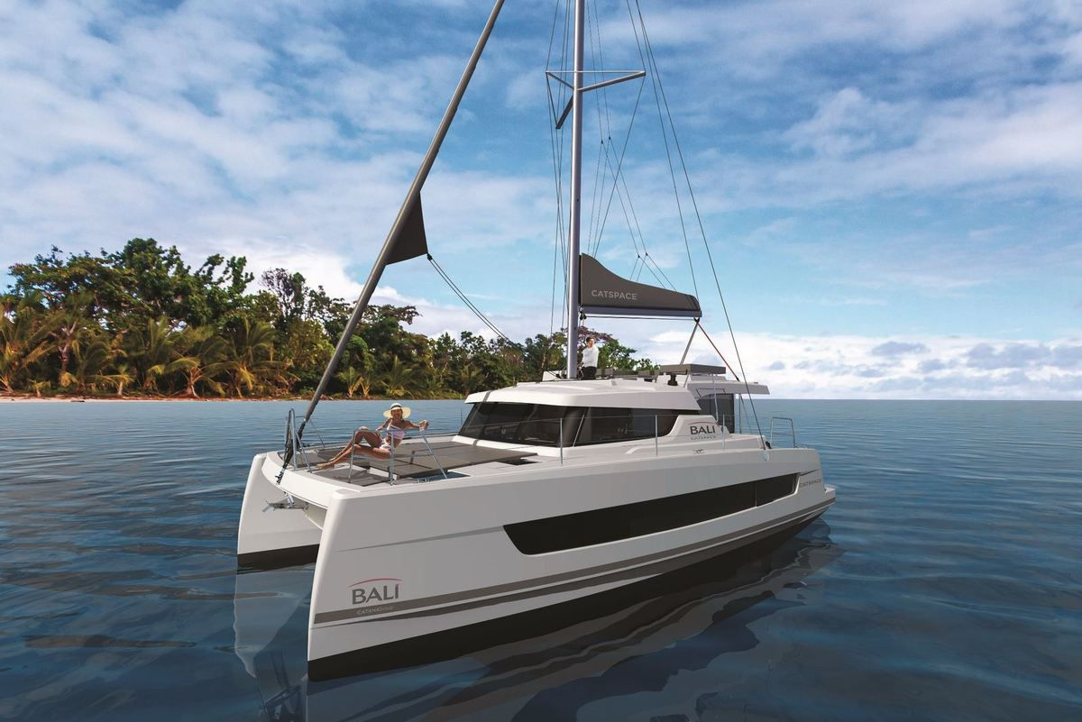 The Bali CatSpace draws its exterior design from Bali 4.8, a new model to be discovered at the next Multihull Boat Show