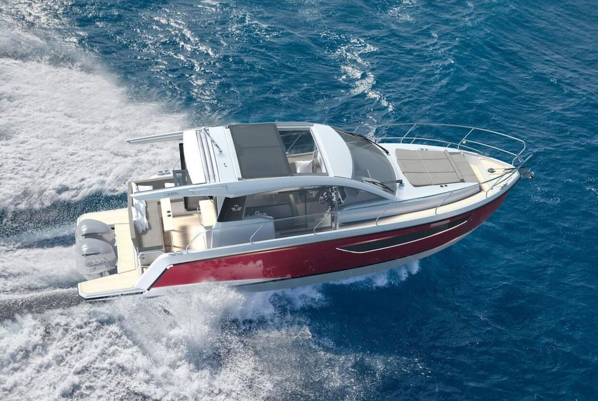Powerboating - Sealine C330 adopts outboard engines and becomes Sealine C330V