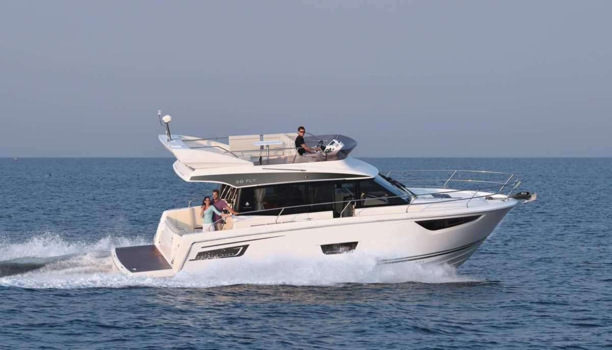 NEW, the Jeanneau Merry Fisher 38 Fly, first inboard model of the range !
