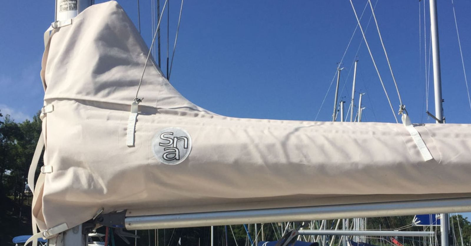 Lazybags and genoa covers - Sail-Cover.com develops a service dedicated to boat charter companies